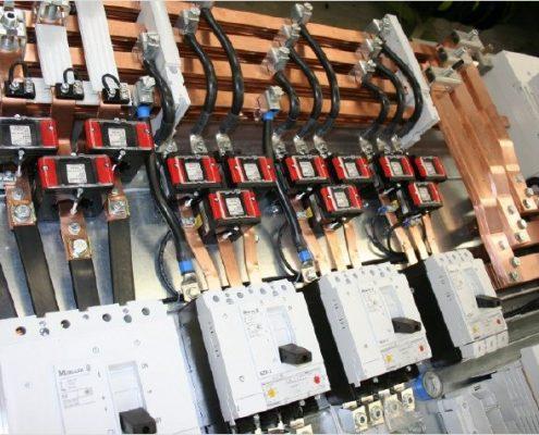 NS Gerüst Niederspannungserüst mit Leistungsschaltern und Wandlermessungen hergestellt von der Firma Isobock Schaltanlagen