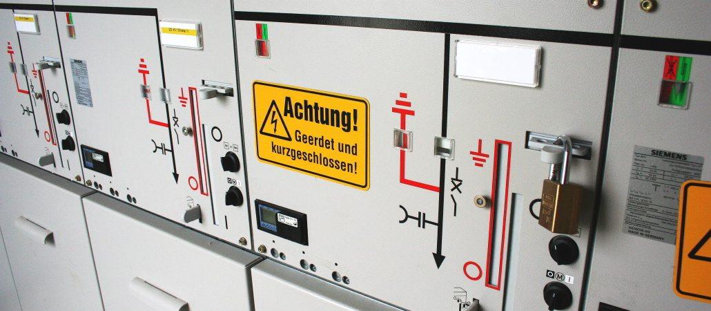 Isoblock Mittelspannungsschaltanlage in einer Übergabestation für eine Photovoltaikpark geerdet und kurzgeschlossen
