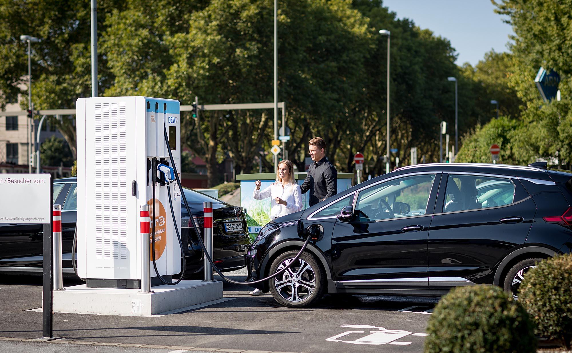 Dortmund,19.09.2018 Ladesaeule für Elektro-Fahrzeuge am Westfalendamm der DEW21 mit einer Leistung 245kW