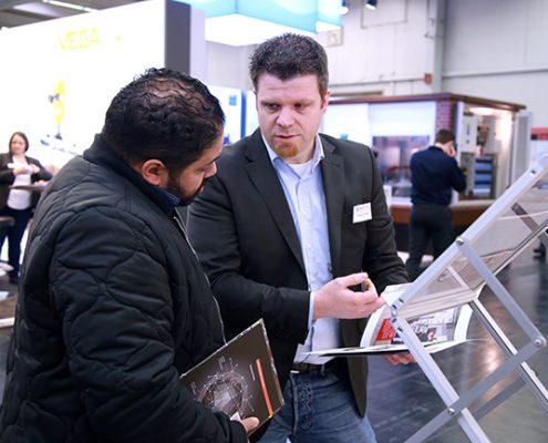 Interessiertes Fachpersonal auf der elektrotechnik in Dortmund vom 13. bis 15.Februar 2019