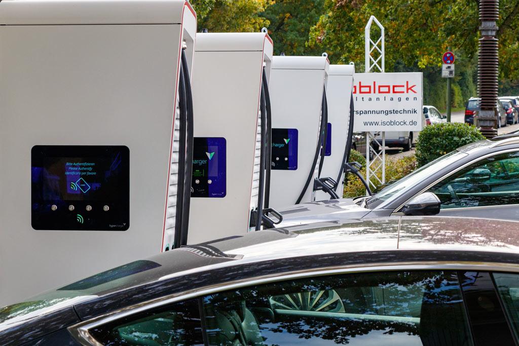 HYC 150 Hypercharger Mehrfachladestation mit Ladeinfrastruktur von Isoblock