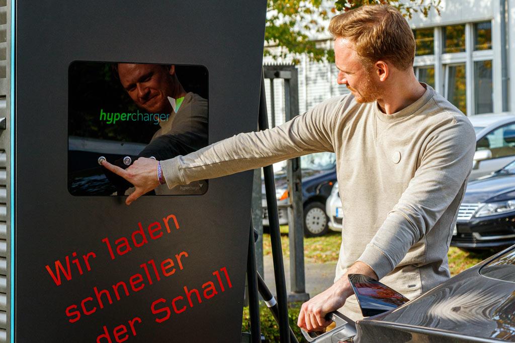 Hypercharger in Benutzung durch einen Mitarbeiter der Firma Isoblock