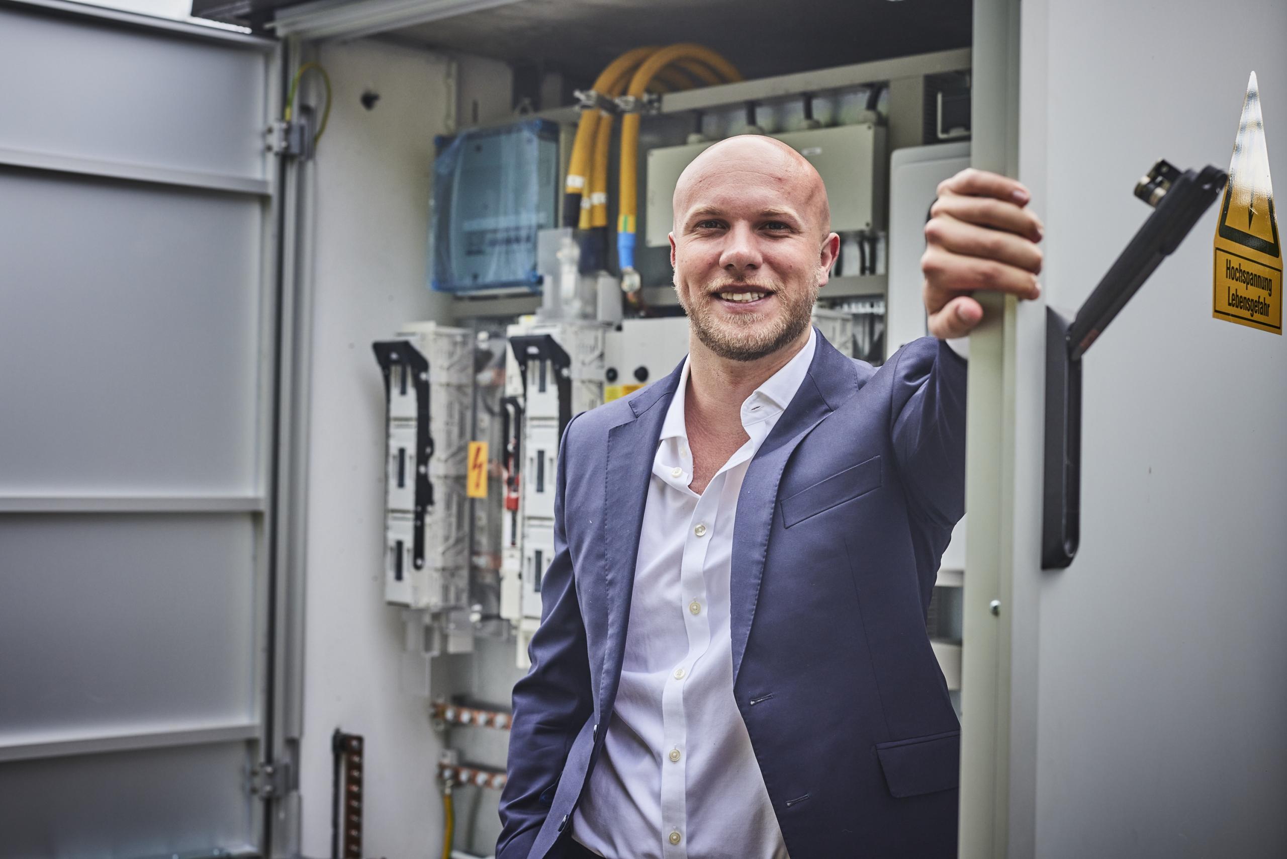 Julian Vetter ist seit dem Frühjahr 2021 neuer Geschäftsführer der Isoblock Schaltanlagen GmbH & Co. KG in Osnabrück. Sein Schwerpunkt liegt auf dem kaufmännischen Bereich.